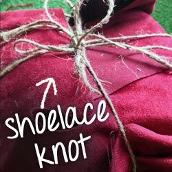 Shoelace knot on present